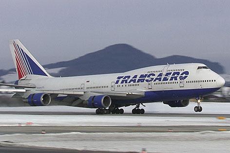 Boeing 747 400 der russischen Fluglinie Transaero landet auf der Salzburger Flughafen (Salzburg Airport)