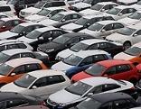 Parkplatz mit Neuwagen