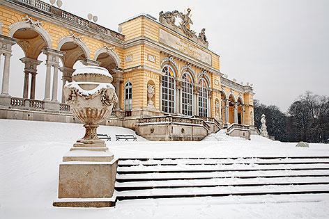 Gloriette Schönbrunn mit Schnee