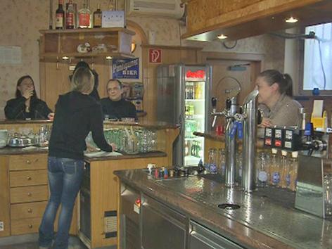 Kellnerin Cafe Waidmannsdorf