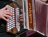 Mann mit steirischer Harmonika