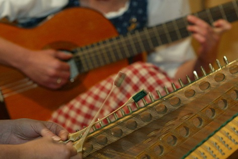 Hackbrett und Gitarre Volksmusik Instrument