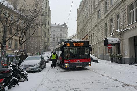 Bus hängt fest