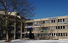 Ausweichquartier des Akademischen Gymnasiums in ehemaligen Universitätsbauten an der Akademiestraße in der Stadt Salzburg / Nonntal