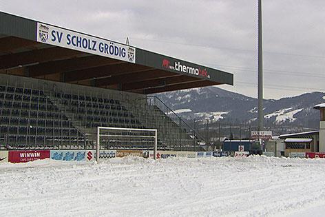 Stadion in Grödig im Schnee