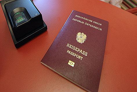 Reisepass und Fingerprintgerät