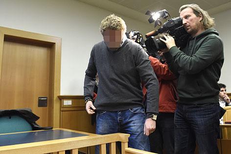 Angeklagter und Kameramann bei Prozess um Sex-Affäre in der Justizanstalt Josefstadt