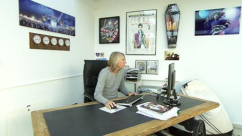 Ewald Tatar in seinem Büro