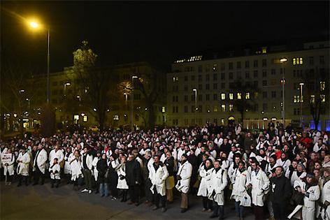 Protestkundgebung der Ärztekammer gegen den Stellenabbau in Wiener Spitälern