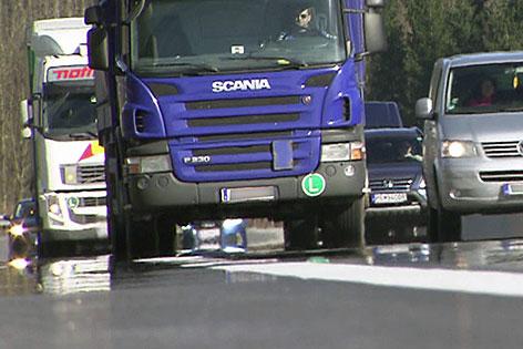 Lastwagen (Lkw) auf der Autobahn