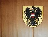 BUndesadler auf der Wand des Gerichtssaals im Landesgericht Steyr
