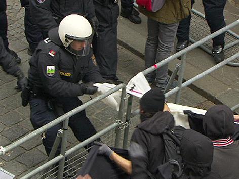 Pegida Demo und Gegendemo Graz