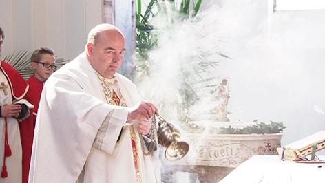 Pfarrer Brei feiert Ostermesse