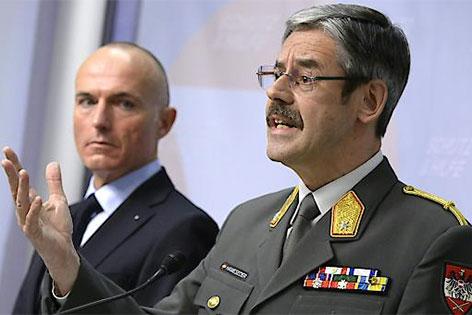 Erwin Hameseder, rechts und Gerald Klug, links