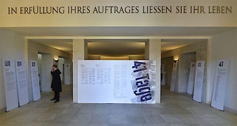 """Ausstellung """"41 Tage - Kriegsende 1945. Verdichtung der Gewalt"""" im Äußeren Burgtor in Wien"""
