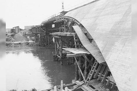 Errichtung der Erdberger Brücke 1970