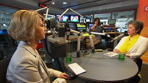 Regina Petrik im Gespräch mit Patricia Spieß im Radio-Burgenland-Studio