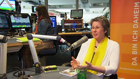 Regina Petrik im Radio-Burgenland-Studio