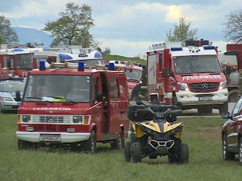Feuerwehr bei Nachlöscharbeiten im Lurnfeld