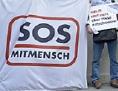 """Protestaktion SOS Mitmensch """"Gegen realitätsfremde Einbürgerungshürden"""", 2013"""