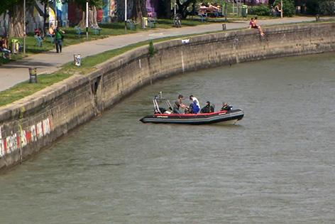 Fall Aeryn Gillern: Cobra-Taucher suchen nach menschlichen Überresten im Donaukanal