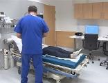 Notaufnahme Krankenhaus Pfleger Krank Spital Untersuchung