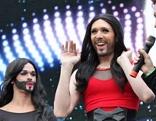 Eurovision Village-Besucher mit Conchita-Bart