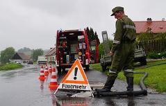 Kanal Kanaldeckel Feuerwehr Überschwemmung