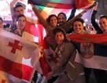 Fans beim Eurovision Village