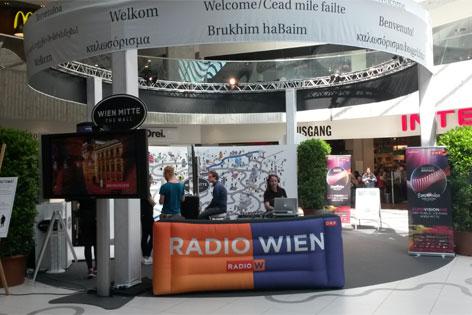 """Radio Wien-Public Viewing in Wien-Mitte """"The Mall"""""""