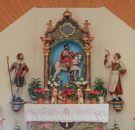 Altar einer Kapelle mit Heiliger Familie