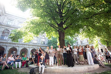 Aufführung im Innenhof der Universität Wien