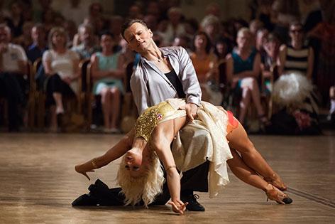 Menzinger/ Gabuzov beim Tanzen