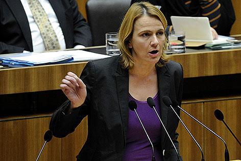 Dagmar Belakowitsch-Jenewein bei einer Rede im Nationalrat