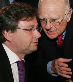 ORF-Chef Alexander Wrabetz und der ehemalige ORF-Chef Gerd Bacher am 29. Mai 2007 in Wien.