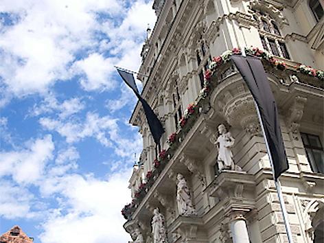 Das Grazer Rathaus nach der Amokfahrt