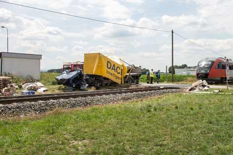 Zusammenstoß von Zug und Lkw