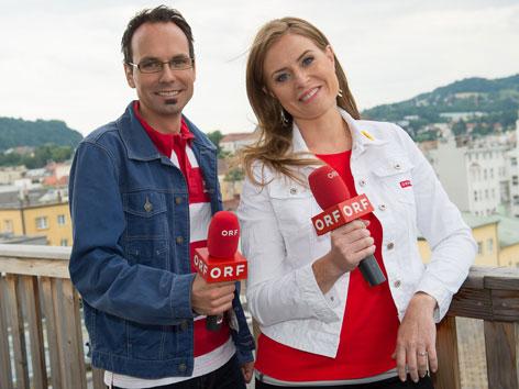 Die Moderatoren Günther Madlberger und Maria Theiner