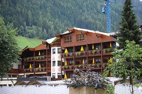 Abgedecktes Hotel