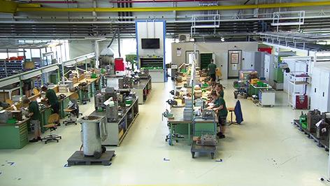 Mitarbeiter bei Delphi Packard in Großpetersdorf
