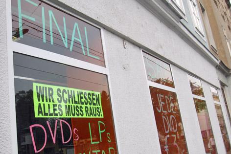 """Videothek-Schild """"Wir schließen"""""""