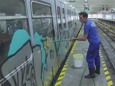 Wiener Linien putzen Züge