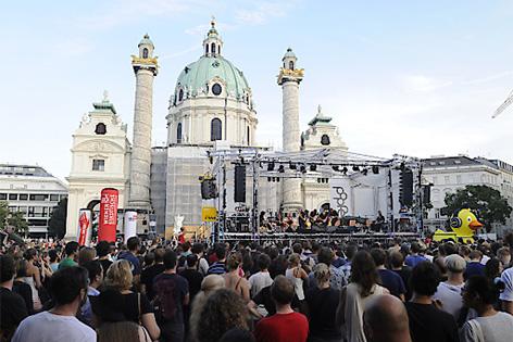 The Vegetable Orchestra, am Donnerstag, 23. Juli 2015, während eines Konzertes auf der Seebühne am Karlsplatz im Rahmen des 6. Wiener Popfests