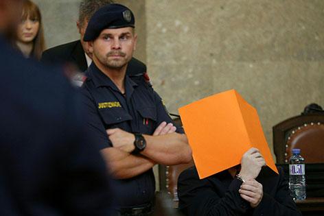 Angeklagter in Mordprozess nach Brandstiftung am Hohen Markt