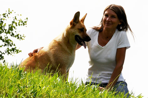Tierärztin Dr. Sigrid Vogl mit Hund