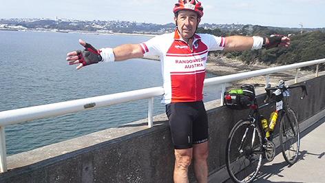 Extremradfahrer Heinz Enz  an der Atlantikküste