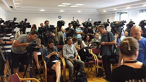 Journalisten bei Pressekonferenz