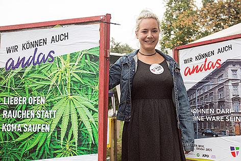 Juliana Okropiridse bei Plakatpräsentation
