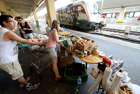 Freiwillige Helfer am Westbahnhof