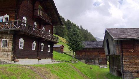 Alpine Holzhäuser